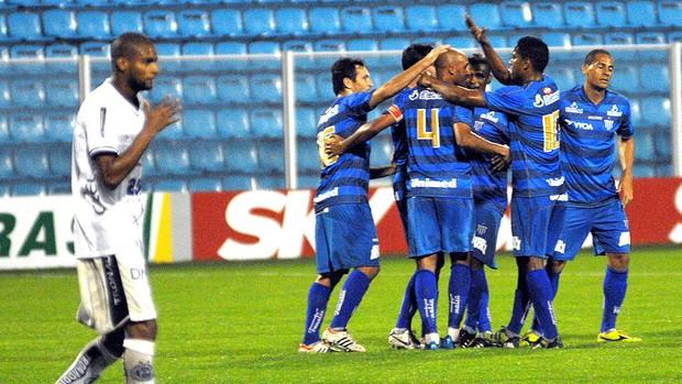Leandro Silva comemora gol do Avaí contra o ASA (Foto: Futura Press)