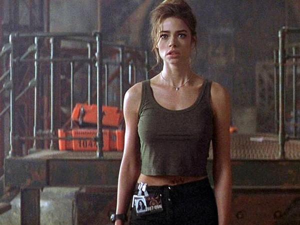 Denise Richards em '007 - O Mundo Não é o Bastante' (1999) (Foto: Divulgação)