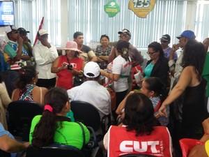 Atendimentos na agência do INSS em Petrolina foram interrompidos (Foto: Amanda Franco/G1)