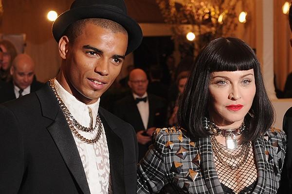 Depois do fim do casamento com Guy Richie, Madonna ficou com vários homens mais novos. A rainha do pop, que atualmente tem 56 anos, namorou o brasileiro Jesus Luz, que na época tinha 23, Brahim Zaibat (foto), de 24, e atualmente está com Timor Steffens, de 26. (Foto: Getty Images)