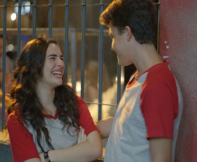Livian Aragão e Gabriel Kaufmann vivem Julia e Artur em 'Malhação' (Foto: TV Globo)