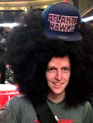 Lucas Bebê basquete torcedor peruca (Foto: Reprodução / Twitter)
