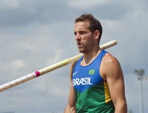 Renaud Lavillenie usou até unfirome do Brasil antes dos Jogos Olímpicos (Foto: AFP)