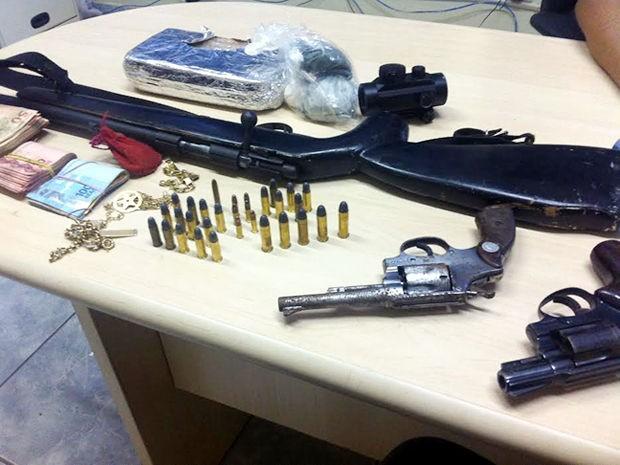 Armamento e munições foram apreendidos durante a operação 'Arcanjo'. (Foto: Assessoria/ PF)