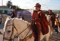 Vaqueiros celebram Luiz Gonzaga com missa cavalgada em Exu