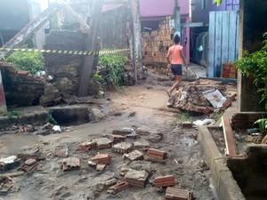 Chuva afeta fornecimento de energia em Manaus (Foto: Ana Graziela Maia/Rádio Amazonas)