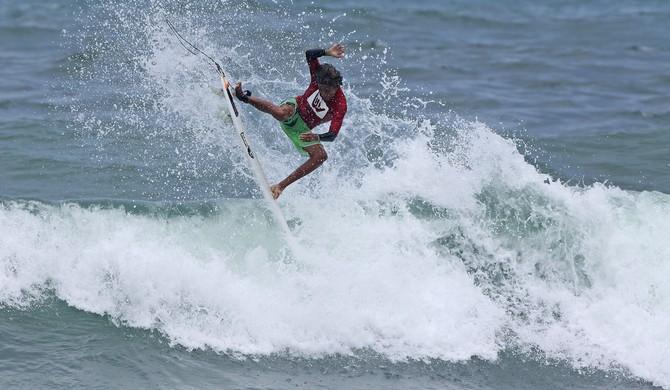 Surfista Samuel Pupo (Foto: Munir El Haje / FMA Notícias)