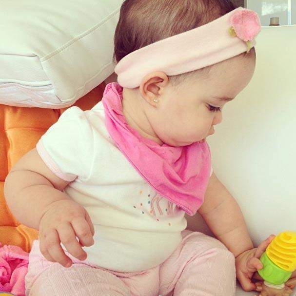 Helena toda de rosa no clique da mamãe coruja Vera Viel (Foto: Reprodução/Instagram)