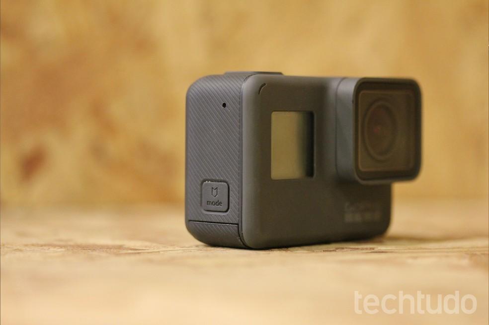 Gopro Hero5 Black é resistente à água sem caixa de proteção e trabalha com comando de voz (Foto: Luana Marfim/TechTudo)