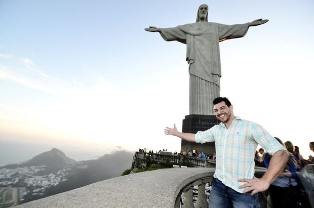 Cézar Lima, vencedor do BBB 15, realiza sonho de conhecer o Cristo Redentor, no Rio de Janeiro (Foto: Roberto Teixeira/Ego)