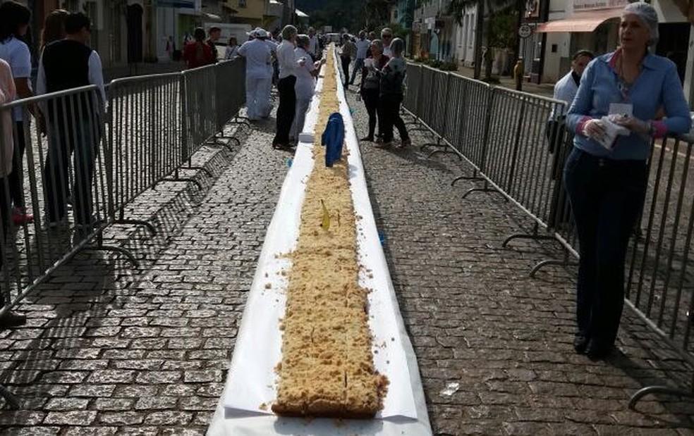 Foram usados 35 quilos de açúcar e 118 quilos de trigo na receita (Foto: Richard Souza/Divulgação)