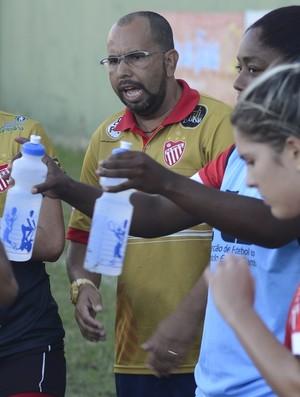 Luciano Tadino, técnico do Vila Nova-ES (Foto: Vitor Jubini/A Gazeta)