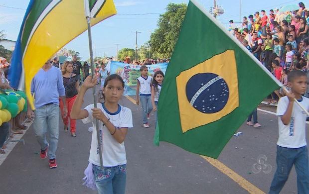Desfile cívico na zona norte de Macapá. (Foto: Reprodução/TV Amapá)