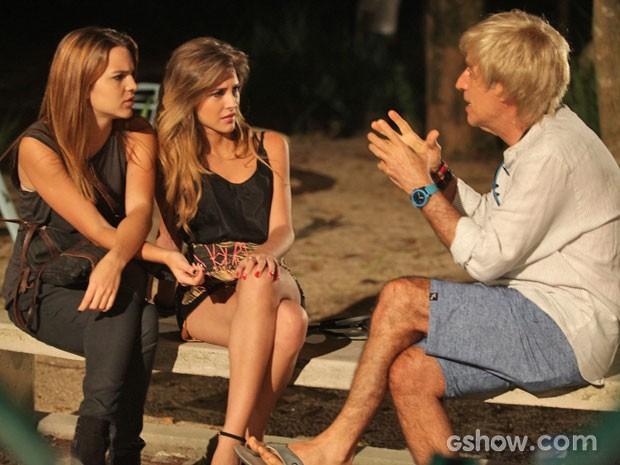 Anita e Sofia conversam com Caetano (Foto: Pedro Curi / Tv Globo)