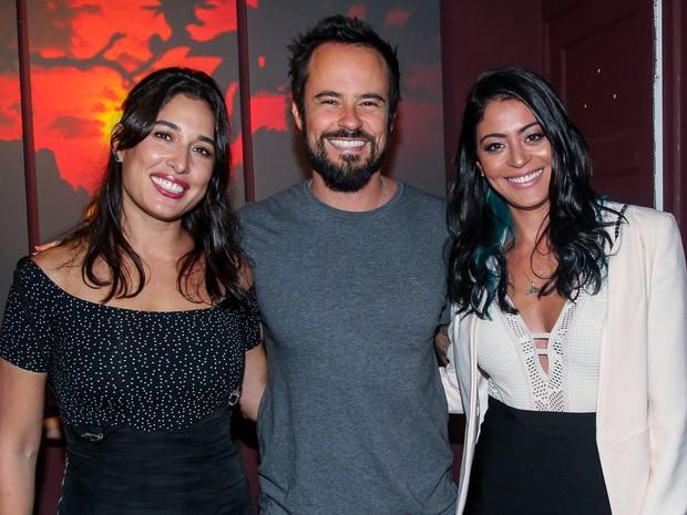 Giselle Itié, Paulo Vilhena e Carol Castro em inauguração de exposição em São Paulo (Foto: Manuela Scarpa/ Brazil News)