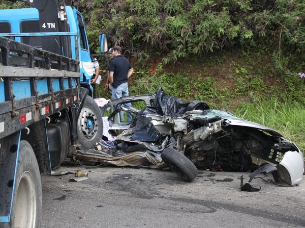 Acidente na BR-101 - Casimiro de Abreu, RJ (Foto: José Eduardo Silva)