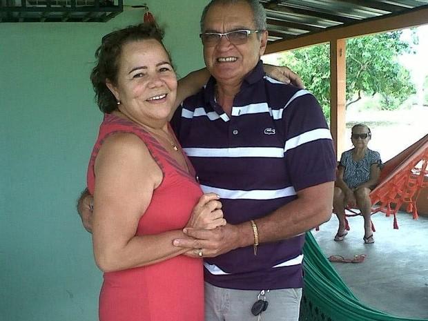 Casal se diverte na casa do açude da família  (Foto: Heraldo Maia / Arquivo Pessoal)