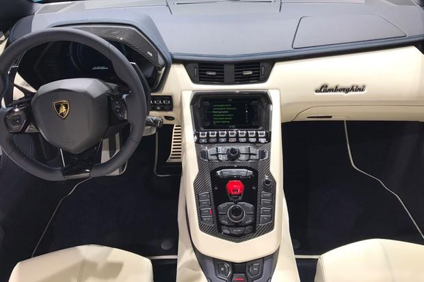Lamborghini Mostra Aventador S Roadster No Sal 227 O De