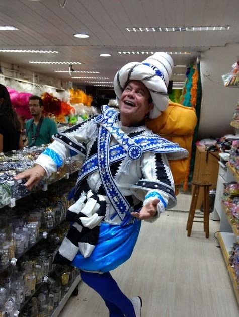 Milton Cunha grava a nova temporada do quadro 'Enredo e samba', do 'RJTV 1ª edição' (Foto: Globo/ Luana Alves)