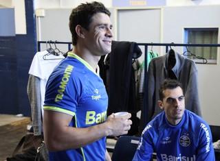 Giuliano já se ambienta aos novos companheiros de equipe (Foto: Cristiano Oliveski/Grêmio)