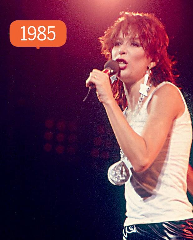 Ao  sair dos Mutantes, a rainha do rock ficou ruiva. Entre os anos 70 e 90 (a foto ao lado é de seu show no primeiro Rock in Rio, de 1985), ela usava henna para avermelhar os fios (Foto: QUEM)