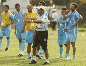 Roberval Davino comandando o treino do Papão (Foto: Marcelo Seabra/O Liberal)