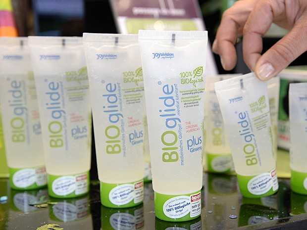 Lubrificante vaginal é feito com compostos naturais em mercado ecológico (Foto: Bertrand Guay/AFP)