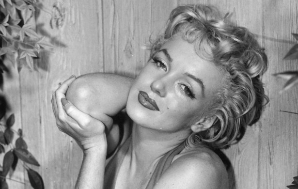 Uma das mais famosas biografias de Marilyn Monroe (1926-1962), escrita pelo premiado jornalista Norman Mailer, afirma que, segundo o fotógrafo da diva, Milton Greene, ela havia feito pelo menos 12 abortos quando tinha 29 anos de vida. (Foto: Getty Images)