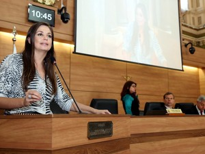 Carla Pimentel (PSC) apresentou moção de repúdio ao apoio dado pela Prefeitura de Curitiba ao casamento coletivo (Foto: Andressa Katriny/CMC/ Divulgação)