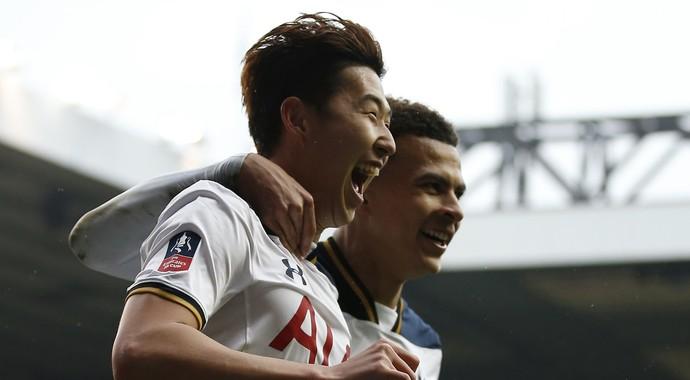 Son Heung-min comemora gol do Tottenham contra o Millwall (Foto: Reuters)