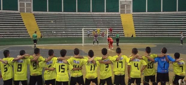 Equipe da Fundação Garra que disputa a Taça Brasil Sub15 (Foto: Tribuna de Barras)