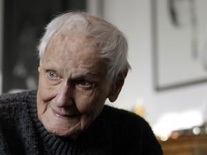 O cineasta húngaro Miklós Jancsó durante entrevista em sua casa em Budapeste, no dia 15 de novembro de 2012 (Foto: AFP Photo/Ferenc Isza)