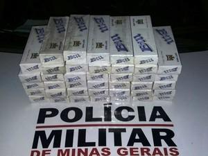 Cigarros apreendidos com homem de 28 anos em Montes Claros (Foto: Polícia Militar/Divulgação)