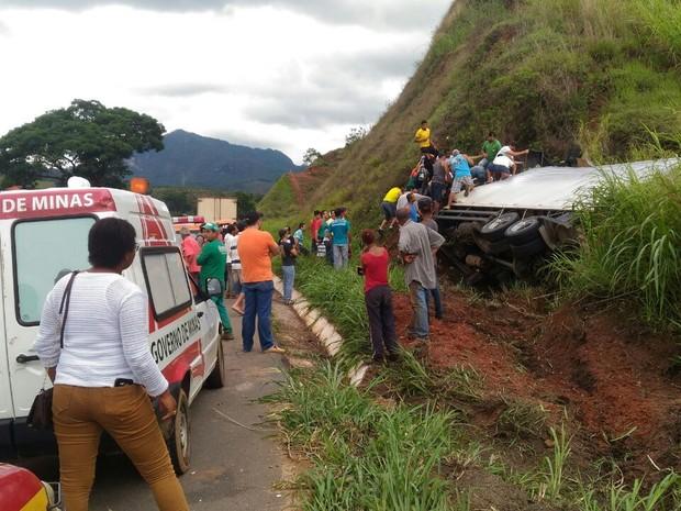 Vítimas ficaram presas nas ferragens  (Foto: Edson Simões / Arquivo Pessoal )