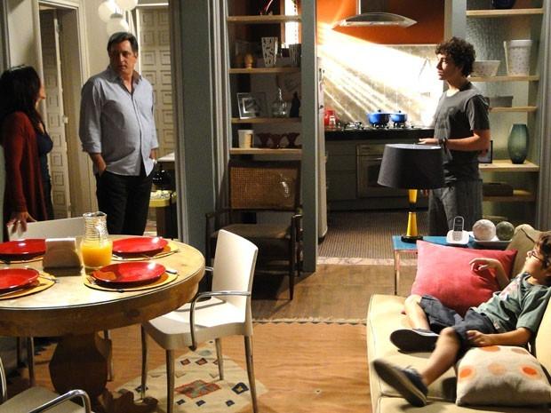 Dinho descobre que Mário e Alice voltaram e dá uma dura no pai (Foto: Malhação / Tv Globo)