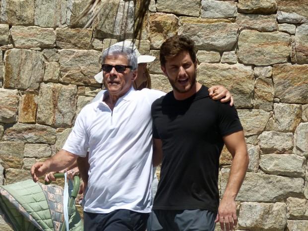 Claudio e Leonardo vão assumir namoro em Império (Foto: Walter Dhein / Gshow)