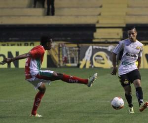 Marlon Criciúma lateral esquerdo (Foto: Fernando Ribeiro/Criciúma EC)