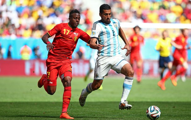 Origi  e Garay argentina x belgica (Foto: Getty Images)