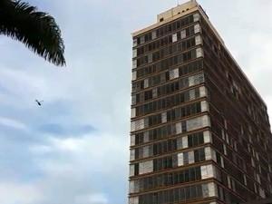 O helicóptero Águia sobrevoa região da Prefeitura de Campinas (Foto: Reprodução EPTV)