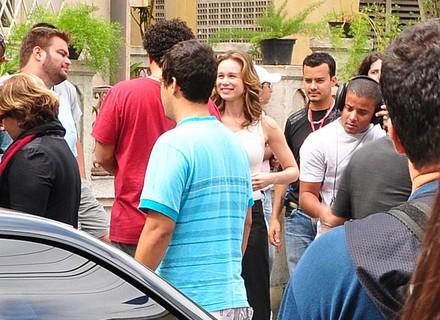 Elenco recebe visita da imprensa na cidade cenográfica