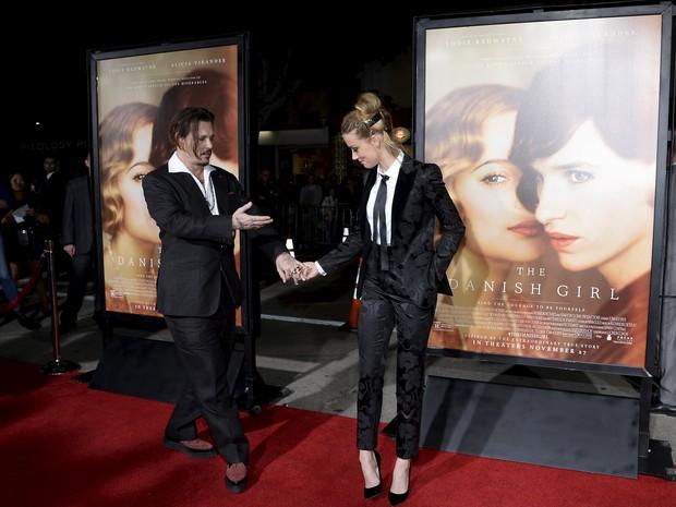 Johnny Depp e a mulher, Amber Heard, em première de filme em Los Angeles, nos Estados Unidos (Foto: Kevork Djansezian/ Reuters)