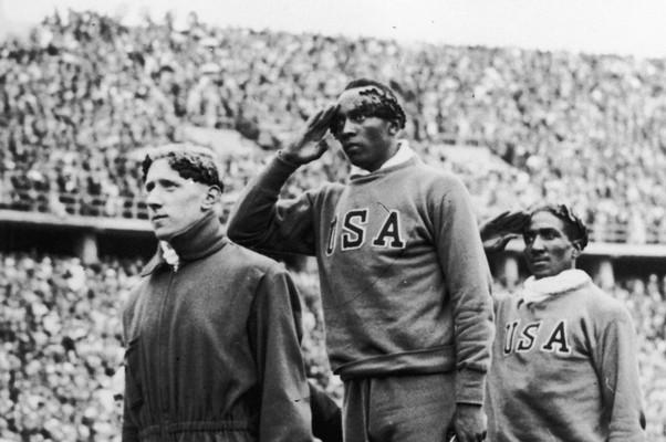 Jesse Owens - Jogos Olímpicos de Berlim 1936 (Foto: Getty Images)