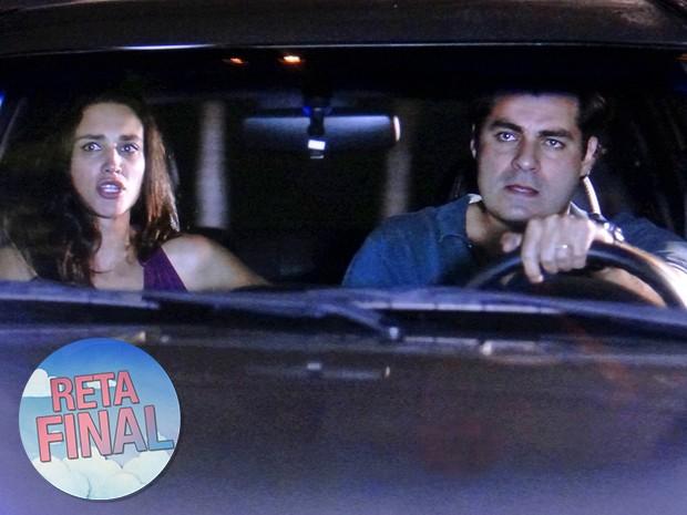 Marcos e Sueli avistam Úrsula e ele acelera para cima da madame (Foto: TV Globo)