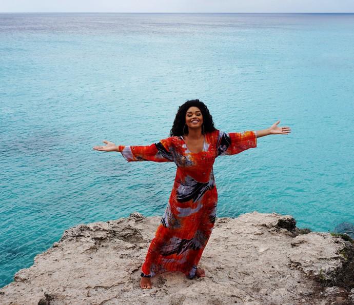 Juliana Alves posa em frente ao mar do Caribe (Foto: Arquivo pessoal)