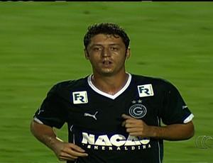 Felipe Menezes, meia do Goiás
