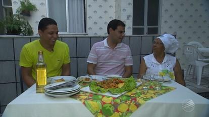 Panela de Bairro ensina a fazer uma moqueca de carne de sertão, do bairro do Garcia