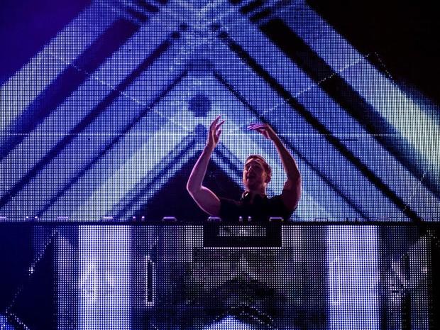Calvin Harris toca para o público do Lollapalooza (Foto: Marcelo Brandt/G1)