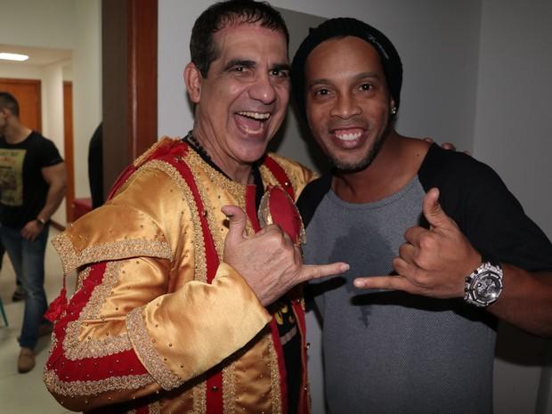 Durval Lellys e Ronaldinho Gaúcho em show em Salvador, na Bahia (Foto: Fred Pontes/ Divulgação)