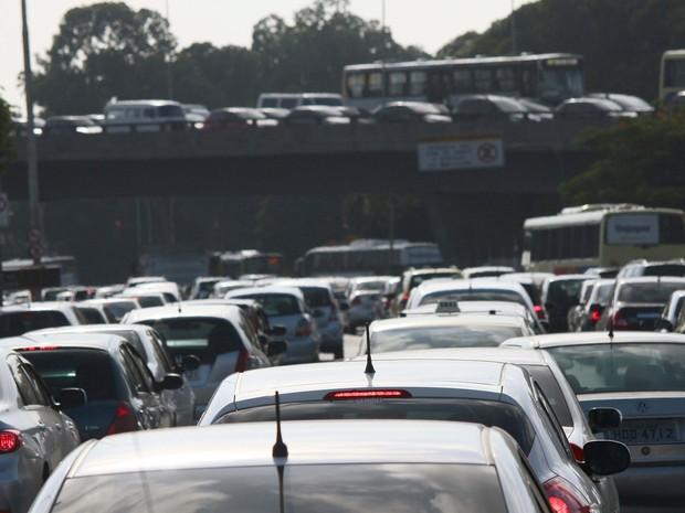 Trânsito intenso na manhã desta quinta-feira (20), na Radial Oeste, na Zona Norte (Foto: Ale Silva/Futura Press/Estadão Conteúdo)