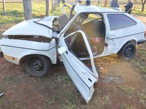 Condutor teve ferimentos leves e alegou que tentou desviar de um boi (Foto: Toninho Moré/Blog Toninho Moré/Cedida)